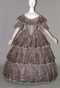 Evening Dress c. 1855 Creme silk and wool mixed gauze with floral print; worn over crinoline; 1800s Fashion, Victorian Fashion, Vintage Fashion, Vintage Gowns, Vintage Outfits, Masquerade Dresses, Victorian Gown, Civil War Dress, Period Outfit