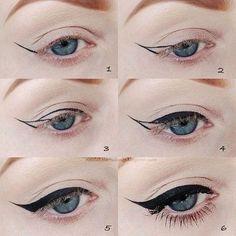 Kάντε εύκολα την γραμμή του eyeliner.  Ένας πολύ εύκολος και αποτελεσματικός τρόπος για να πετύχετε την γραμμή του eyeliner είναι να σχεδιάσετε αρχικά τις γραμμές – οδηγούς και στη συνέχεια να γεμίσετε με χρώμα το ενδιάμεσο σε αυτές κομμάτι, όπως ακριβώς βλέπετε και στην εικόνα.