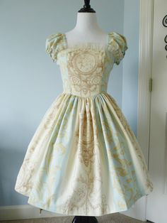 http://country-mouse.tumblr.com/post/75437576843/atelierangel-i-bought-this-fantastic-fabric