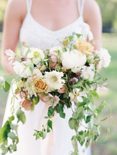 Rustic wedding bouquet: Photography: Erin Wilson - http://www.erinwilsonphotography.com/blog/