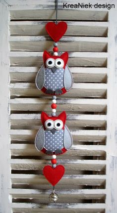 KreaNiek Design: Uiltjes slingers / owl mobile / arts and crafts with owls Fabric Crafts, Sewing Crafts, Sewing Projects, Craft Projects, Felt Owls, Felt Birds, Hobbies And Crafts, Diy And Crafts, Arts And Crafts