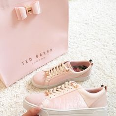 pale pink sneakers by Ted Baker Sock Shoes, Cute Shoes, Me Too Shoes, Tennis Photography, Platform Sneakers, Shoes Sneakers, Estilo Rock, Look Fashion, Fashion Details