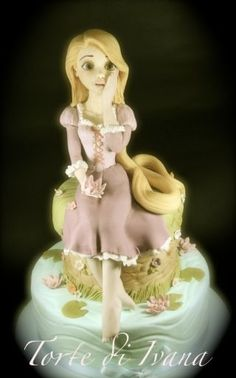 Rapunzel - mine didn't turn out this well :-/ Rapunzel Flynn, Rapunzel Cake, Princess Rapunzel, Princess Cakes, Fondant Cake Toppers, Fondant Cakes, Fondant Girl, Cupcakes, Cakepops