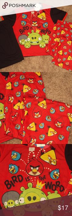3 pc Angry Birds Pajamas Short Sleeve Shirt NEW Boys or Girls Soft Cotton 3-piece Angry Birds Sleepwear Set Pajamas.  One Short Sleeve Shirt with Pants AND Shorts.  Brand New with Tags.    Sized at: 4   Your child will love the comfy sleep sets, decorated with all the angry birds characters.  Short sleeves, contrast finely ribbed black round crew neck and sleeves.  Sleep pants and shorts have an elasticized waistband. Soft and comfortable knit sleep sets that can we worn all year round…