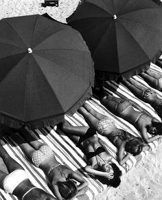 St. Tropez France 1959 Photo: Elliot Erwitt