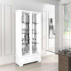 Que tal uma cristaleira branca para a sua sala de jantar? O ambiente ganha mais personalidade e você ainda pode combiná-la com todos os estilos de decor :)