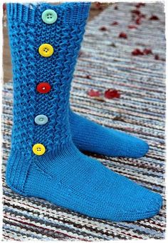 Nappisukkiin on kyselty ohjetta jo viime talvena. Käy… Button socks have been asked for help already last winter. Here it would finally be. Wool Socks, Knitting Socks, Knitting Stitches, Hand Knitting, Slipper Socks, Slippers, Creative Knitting, Yarn Inspiration, Boot Cuffs