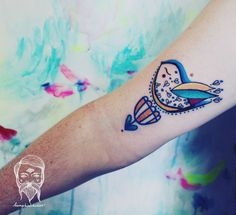 Illustrative bird tattoo on the right bicep. Tattoo artist: Richard Santay · Richie Bumpkin