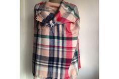 Grand châle roseécossais doux en laine pour se blottir de chaleur.