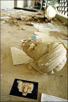 Photo: AFP/Patrick Baz  Parts of a beheaded sculture lies among rubble after a mob of looters ransacked and looted Iraq's largest archaeological museum in Baghdad.http://www.commondreams.org/headlines03/0414-07.htm