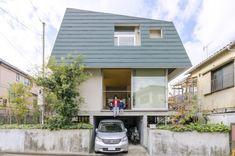狭いゆえの工夫を重ねて小さい家で広く豊かに住む | Architecture | 100%LiFE Japanese Architecture, Less Is More, Minimalism, Mid Century, Interior, Outdoor Decor, Spaces, Design, Live