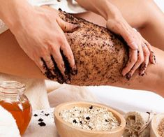 Drinking coffee does not help your cellulite problem at all, however, coffee is an effective cellulite solution if utilized as a body scrub. Rub ground coffee on the cellulite vulnerable areas for 20 minutes every day and rinse. Coconut Oil Cellulite, Lose Cellulite, Cellulite Scrub, Cellulite Remedies, Uses For Coffee Grounds, Coffee Benefits, Coffee Scrub, Coffee Latte, Metabolism
