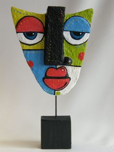 Heidi Cox: papier mache could be used in Picasso lesson Paper Mache Sculpture, Sculpture Art, Clay Sculptures, Mascara Papel Mache, Kimmy Cantrell, Paper Art, Paper Crafts, Ceramic Mask, Sculpture Lessons
