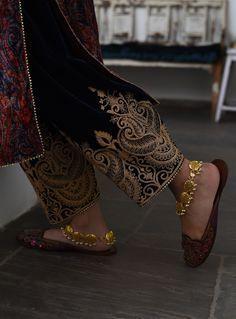 Pakistani Fashion Party Wear, Pakistani Bridal Dresses, Pakistani Dress Design, Pakistani Outfits, Indian Outfits, Indian Fashion, Shadi Dresses, Bridal Lehenga, Embroidery Suits Punjabi
