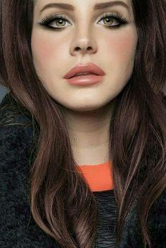 Lana del ray hair and make up signature Elizabeth Woolridge Grant, Elizabeth Grant, Make Up Looks, Beauty Make-up, Hair Beauty, Makeup Inspo, Makeup Inspiration, Makeup Style, Mode Disco