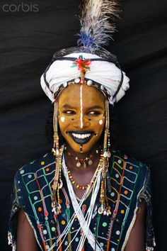 The Wodaabe or Bororo are a small subgroup of the Fulani ethnic group. They are traditionally nomadic cattle-herders and traders in the Sahel. African Tribes, African Women, Tribal Face Paints, Tribal Makeup, Film Inspiration, Photojournalism, People Around The World, Fun To Be One, Traditional Outfits