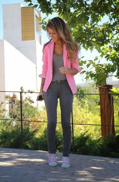 Pink blazer, grey tee, grey skinny jean. The only thing I'd change is the shoes. Make them hightop converse in a muted color and I'm all over this.