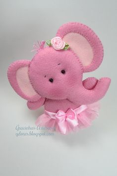Felt elephant - This website has so many adorable felt animals - it's in Portuguese with no translation, and it doesn't seem like tutorials are available - Gracinhas Artesanato Baby Crafts, Cute Crafts, Felt Crafts, Crafts For Kids, Arts And Crafts, Fabric Animals, Felt Animals, Sewing Crafts, Sewing Projects