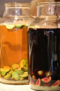 Vin den Noix, also Nusswein, soll ja was ganz feines sein, hab ich… Whiskey Bottle, Drinks, Food, Wine, Pickling, Recipies, Drinking, Beverages, Essen