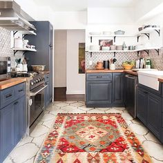 Another view of this kitchen design by @em_henderson. More before + after pics + details on Beckiowens.com! Have a great night. @tessaneustadt