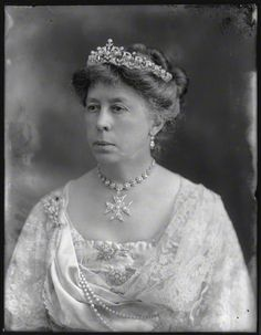 A delicate belle epoque tiara, circa 1890. Worn by Susan Harris, nee Hamliton, Countess of Malmesbury. Designed as a series of fifteen diamond motifs, each topped with a natural pearl. Photo taken in 1920.