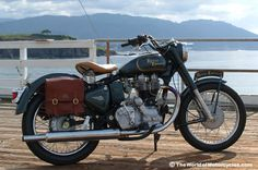 Indian Royal Enfield Bullet 500 - my Bullet was a disaster. I called it a Royal Oil Field! Enfield Motorcycle, Motorcycle Style, British Motorcycles, Cool Motorcycles, Vintage Motorcycles, Royal Enfield Bullet, Old Bullet, Convertible, Enfield Classic
