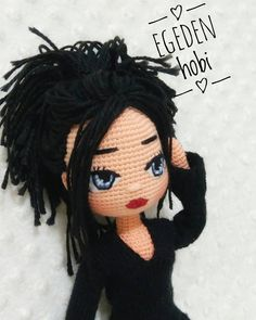 No hay descripción de la foto disponible. Crochet Doll Pattern, Crochet Patterns Amigurumi, Amigurumi Doll, Knitted Dolls, Crochet Dolls, Crochet Hats, Doll Making Tutorials, Doll Tutorial, Stuffed Toys Patterns