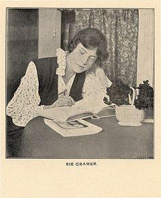 Marie (Rie) Cramer. Geboren in Sukabumi (Java, Indonesië) op 10 oktober 1887  Overleden in Laren op18 juli 1977. Illustrator en schrijfster.