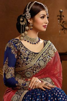 Beautiful Saree, Beautiful Indian Actress, Long Indian Hair, Girls Who Squat, Saree Models, Elegant Saree, Indian Wedding Outfits, Beautiful Girl Image, Indian Bollywood