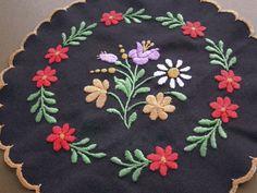 ハンガリー ヴィンテージ カロチャ 刺繍ドイリー ブラック お花 - BERN ヨーロッパやアメリカのスーベニール雑貨のお店