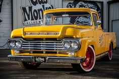 Vintage Motorcycle Helmet, Old-fashioned Indian Cycle and more in Old, Classic, All time. American Pickup Trucks, Vintage Pickup Trucks, Classic Pickup Trucks, Old Ford Trucks, Antique Trucks, Lifted Chevy Trucks, Vintage Cars, Gas Monkey Garage, Vintage Motorcycles