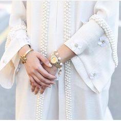 Abaya with pearls, its so beautiful masha'Allah