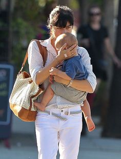 Selma Blair Leather Tote - Selma Blair managed all of her mommy necessities in this slouchy tan and ivory leather tote.