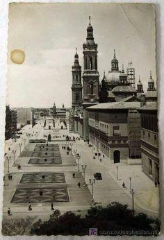 Zaragoza, plaza del Pilar posiblemente 1945. Fotografía De todocoleccion.net Plaza, Paris Skyline, City, Heart, Travel, Zaragoza, Antique Photos, Earth, Space