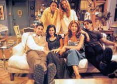 friends Image in Friends collection by JUMANA on We Heart It Serie Friends, Friends Cast, Friends In Love, Best Friends, Friends Season 1, Friends Image, Best Tv Shows, Best Shows Ever, Favorite Tv Shows