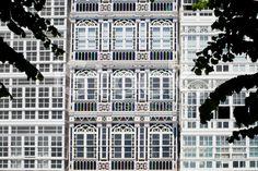Façades vitrées à La Corogne, Espagne – banque photo libre de droits