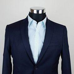 Väčšina z nás nosí modré alebo čierne sako. Prečo ho neoživiť pekným károm? A teraz v akcii Kárované leto! Vyberte si svoju veľkosť v našom e-shope. #karovaneleto #karovanekosele