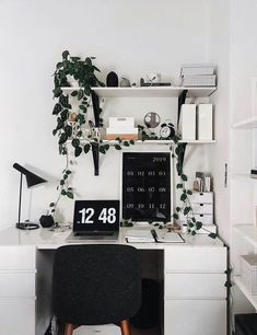 10 Work Hacks to Implement This Year (The Everygirl) Office Organization At Work, Office Ideas, Me Clean, Home Office Decor, Office Playroom, Home Furniture, Small Spaces, Room Decor, Wall Decor