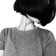 """髪が傷んでると、できてしまう枝毛。枝毛を発見したとき、裂いたり抜いたりしちゃってませんか?それって逆効果。ちゃんと正しい方法でケアしましょう。対処法を学んだあとは、枝毛ができる前に予防する方法もご紹介。これであなたもPerfumeみたいな""""うるつや髪""""になれるはずっ!"""