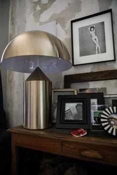Commode en bois Lampe Atollo dorée Entrée Appartement Barbara Ghidoni Architecte Milan