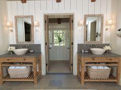 Toch twee wastafels in een kleine badkamer...