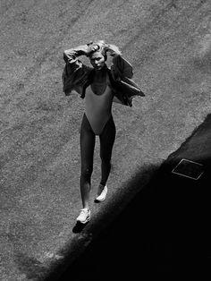 Trendy Fashion Black And White Editorial Kate Moss Kate Moss, Best Swimwear, Trendy Swimwear, White Editorial, Editorial Fashion, Black And White Beach, Corps Parfait, Brazilian Models, Alfred Stieglitz