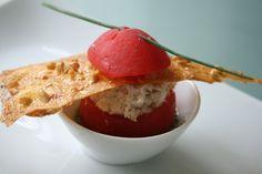 Hap & tap: Gevuld tomaatje met mousse van gerookte paling, no...