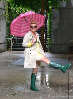 Wellies Rain Boots, Rainy Day Fashion, Rain Wear, Girls Wear, Trench Coats, Hunter Boots, Pools, Pretty Girls, Yellow Jackets