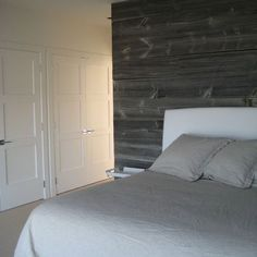 Barnwood on the wall behind the bed/headboard.Master Bedroom Barnwood - contemporary - bedroom - other metro - Searl Lamaster Howe Architects Cedar Walls, Wood Plank Walls, Wood Paneling, Wood Planks, Cedar Planks, Panelling, Accent Wall Bedroom, Master Bedroom, Master Closet
