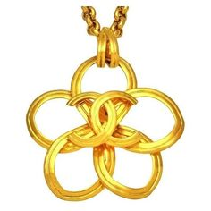Pre-owned Chanel CC Logo Gold Tone Metal Flower Necklace ($1,199) ❤ liked on Polyvore featuring jewelry, necklaces, chains jewelry, blossom necklace, pre owned jewelry, chain necklaces and flower charms
