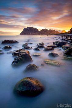 [ ... glowing bay ] par Oliver Schratz on 500px .........Norway - Lofoten - Utakleiv.