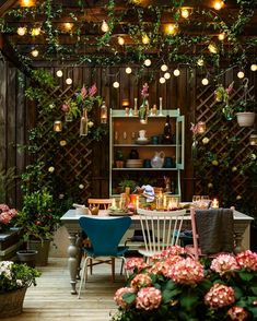 backyard makeover Wondering how to design a backyard on a budget? We've got you covered! From homemade fire pits to decorative garden trellises, these awesome DIY backyard ideas will give your outdoor living space the ultimate makeover! Design Jardin, Garden Design, House Design, Diy Living Room Decor, Home Decor, Garden Types, Backyard Makeover, Outdoor Living, Outdoor Decor