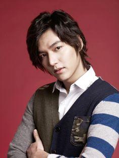 Lee Min Ho goes for a fashion forward cardigan hybrid.