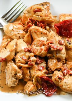 ArtandtheKitchen: Chicken with Sun-Dried Tomato Sauce - anything with sun-dried tomatoes is good.